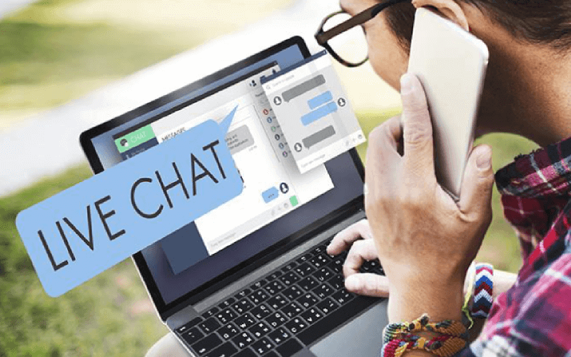 How Modern Live Chat Software Replaces Emails And Calls - Laptop Chat